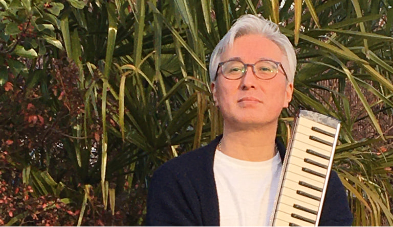 写真:Piano&vocal 佐藤 紳平
