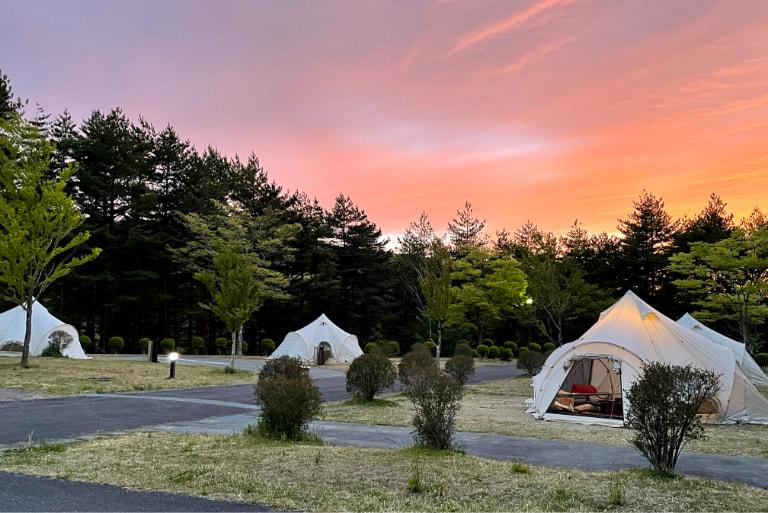 写真:特設グランピングテント